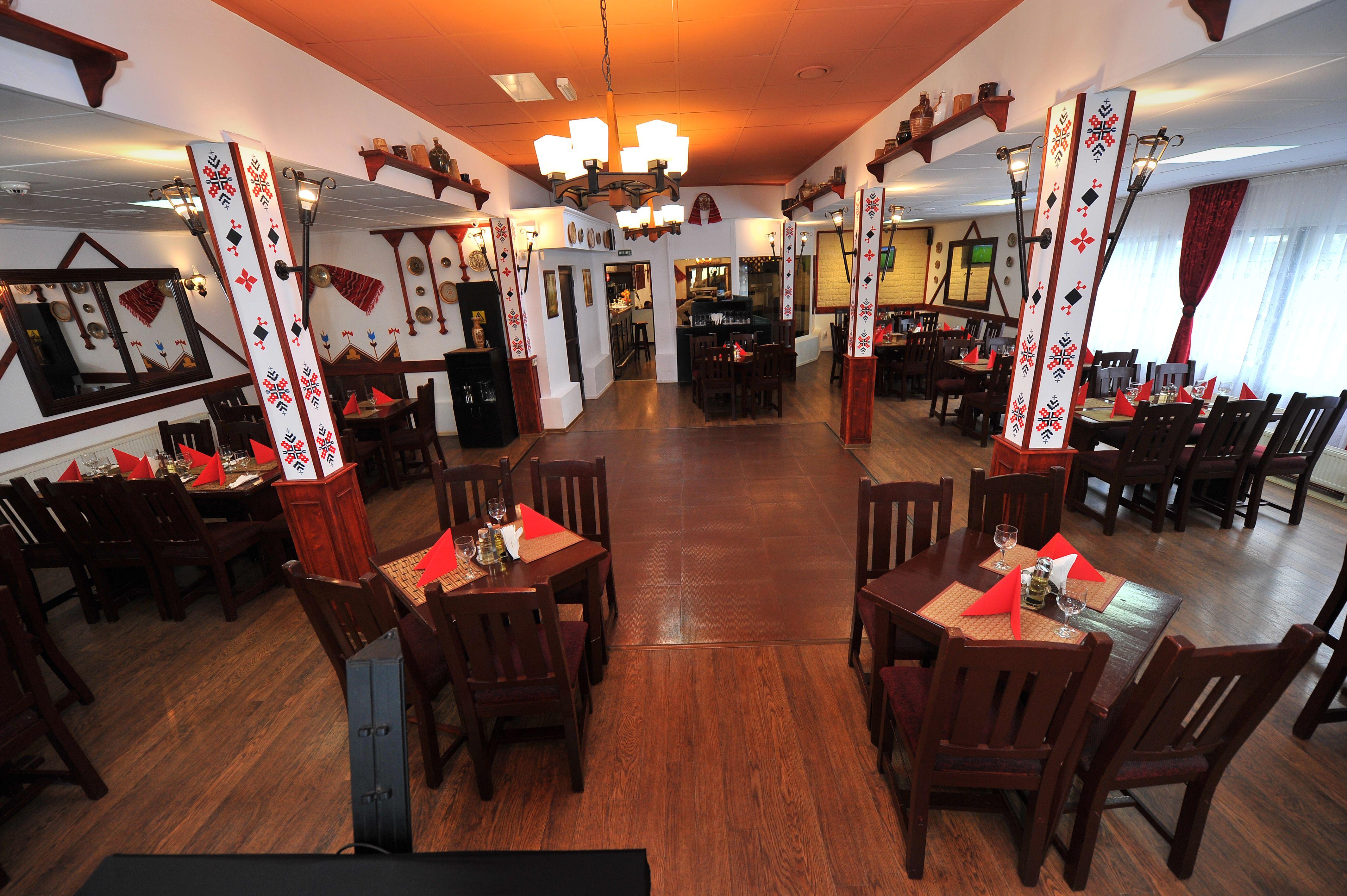 restaurant casa argeseana traditional pitesit galerie foto restaurant traditional casa. Black Bedroom Furniture Sets. Home Design Ideas